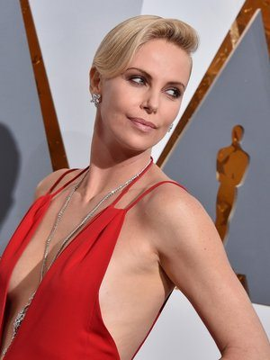 charlize-theron_10082331-portrait-article_4col_fix_width